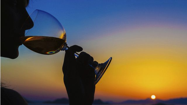 150819181350_woman_drinking_wine_sunset_640x360_thinkstock_nocredit