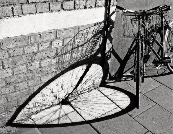 Bike-shadow-optical-illusion_thumb
