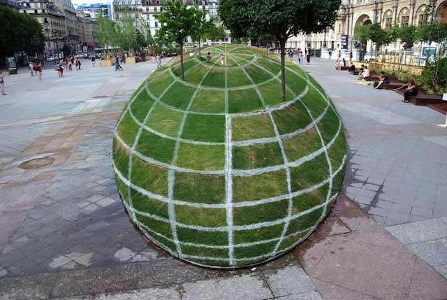 Giant-ball-optical-illusion_thumb