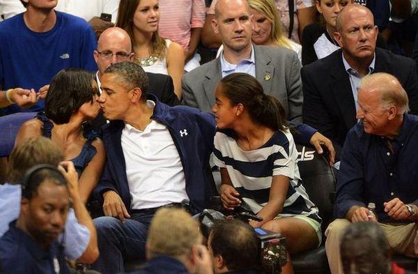 barack-obama-michelle-obama-kiss-glamazons-blog