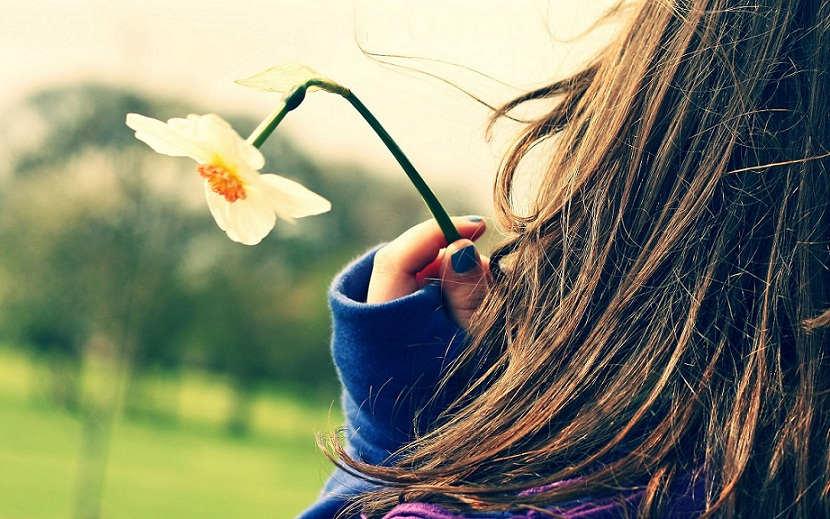 girl_flower_hand_fingers_child_7769_2560x1600