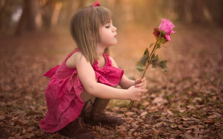 Baby-Girl-With-Pink-Rose