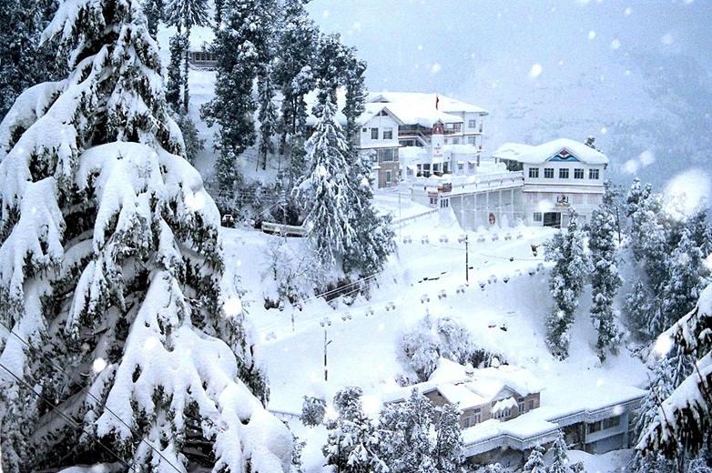 1421397602chamba-snow-fall