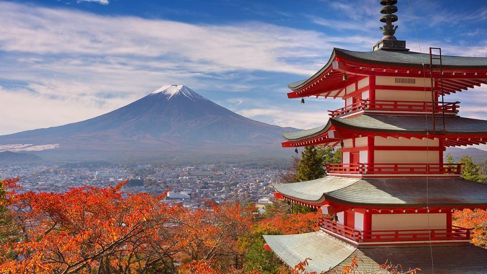12-Chureito-pagoda-and-Mount-Fuji-Japan