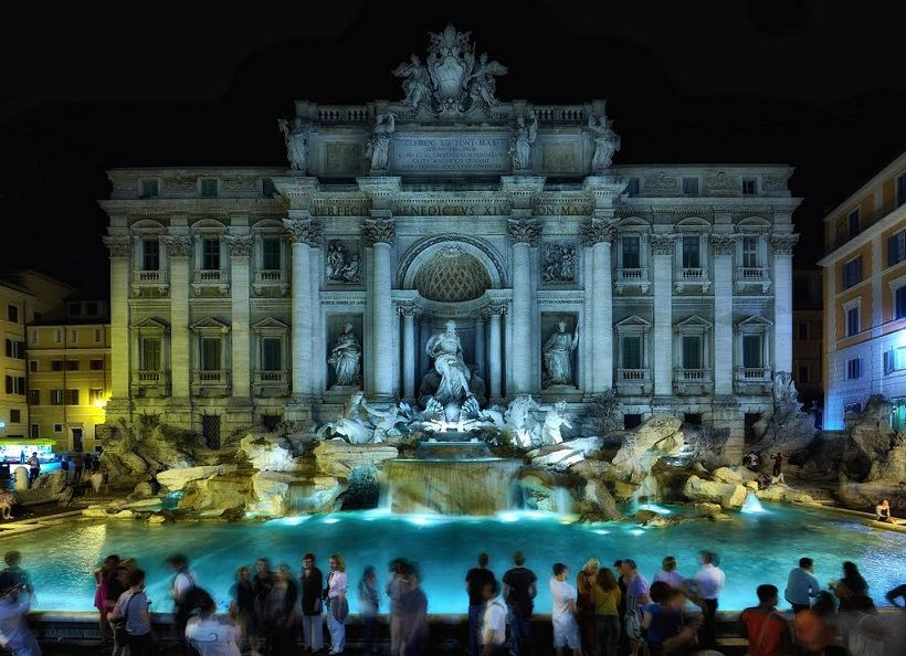 Trevi-fountain-at-night