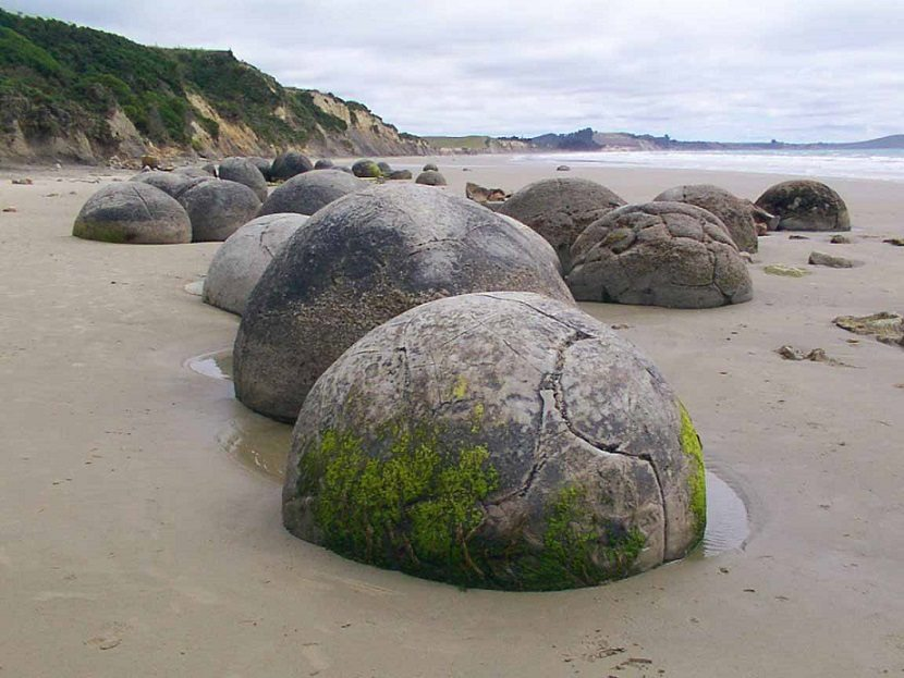 moeraki-boulders-otago-new-zealand