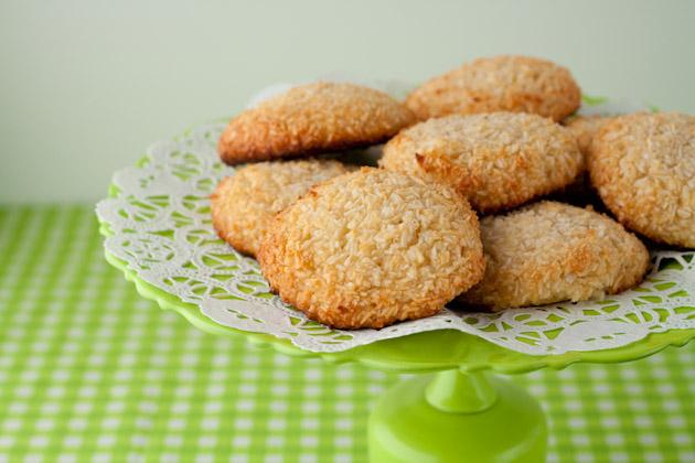 5-Ingredient-Chewy-Vanilla-Coconut-Cookies-2