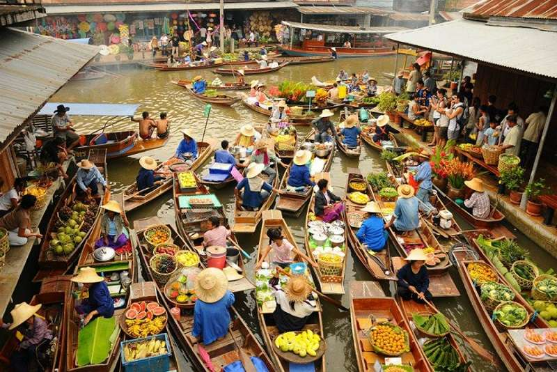 Damnoen-Saduak-Floating-Market-in-Ratchaburi-Thailand