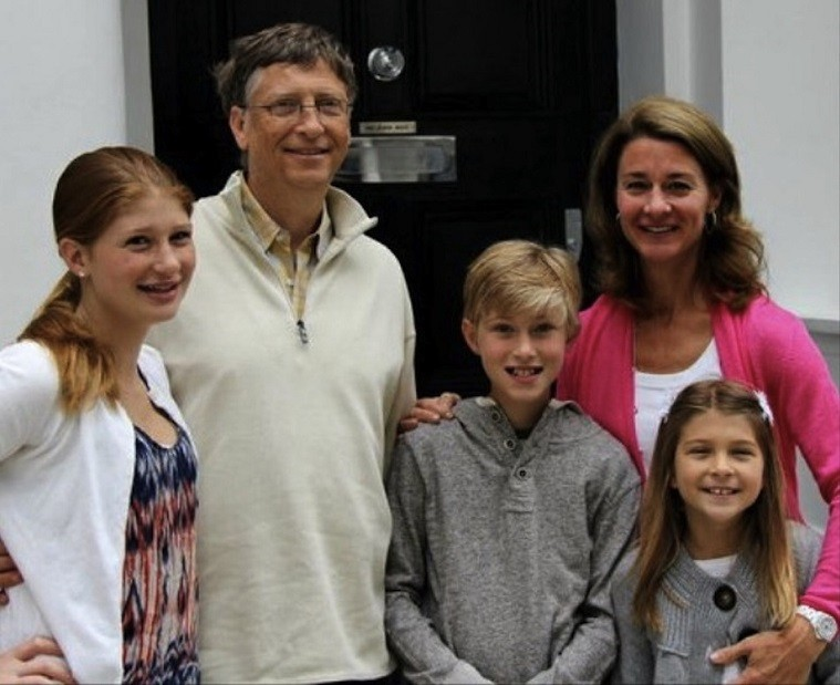 BILL_GATES_AND_FRIENDS_FAMILY_BY_ACHILLE_ZIBI_MAIN_BNR_01