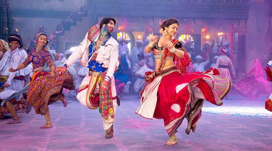 Ranveer-and-Deepika-Playing-Dandiya-in-Ram-Leela-Movie-001